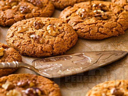 Класически лесни сладки ореховки с белтъци и пудра захар - снимка на рецептата